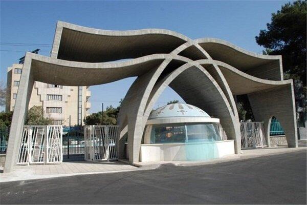 تجمع اعتراضی دانشجویان دانشگاه علوم پزشکی اصفهان/ استعفای معاون آموزشی دانشگاه