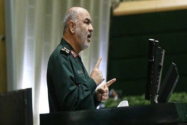 فرمانده سپاه: ملت در جنگ اقتصادی به ما روحیه و قوت قلب داد
