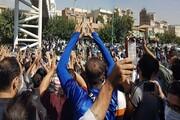 تجمع هواداران معترض استقلال مقابل مجلس+ عکس