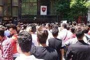 تجمع پرسپولیسیها مقابل این باشگاه