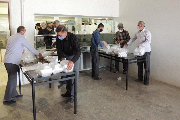 توزیع ۳۰۰ بسته معیشتی با مشارکت بسیج و دانشگاه آزاد اسلامی