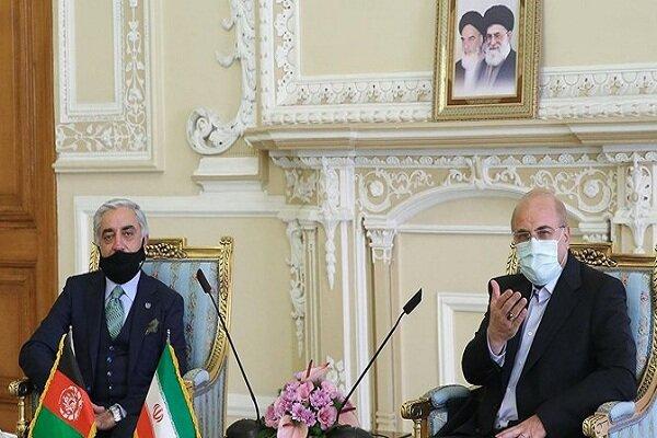 تاکید قالیباف بر حل مشکلات بازارچههای مرزی ایران و افغانستان در دیدار عبدالله