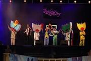 همخوانی کودکان و بزرگسالان در افتتاحیه فیلم کودک