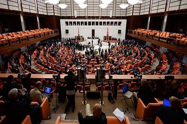 پارلمان ترکیه با صدور بیانیهای، اظهارات ماکرون را قویا محکوم کرد