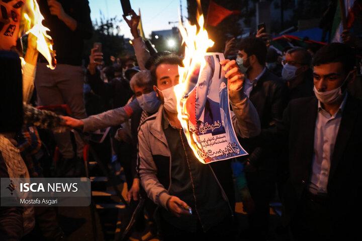 تجمع مردم و دانشجویان مقابل سفارت فرانسه
