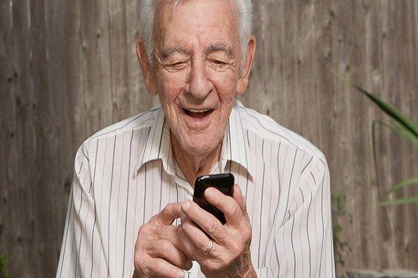 تاثیر استفاده از گوشیهای هوشمند بر افسردگی سالمندان