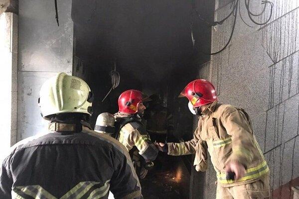 آتش سوزی در حوالی کوچه برلن/ نجات ۱۶ نفر از دود و آتش