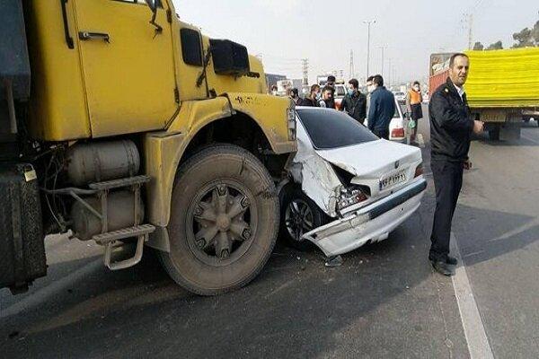 تماشای صحنه تصادف باز حادثه آفرید/ ۵ مصدوم در پی برخورد ۶ خودرو