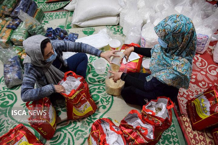 بسته بندی سبد مواد غذایی در آستانه شب یلدا