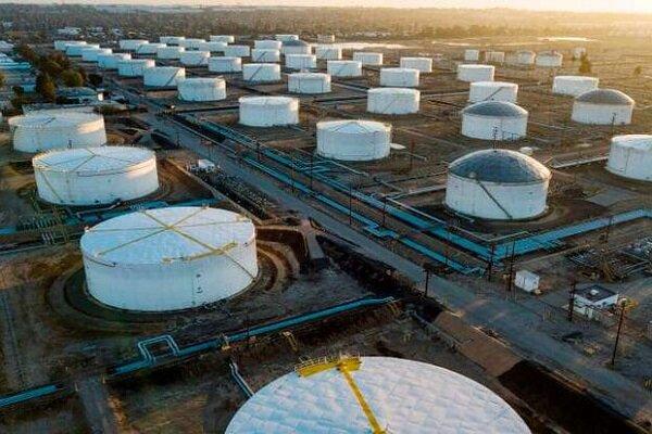 قیمت نفت خام در اولین روز معاملاتی ۲۰۲۱ جهش کرد