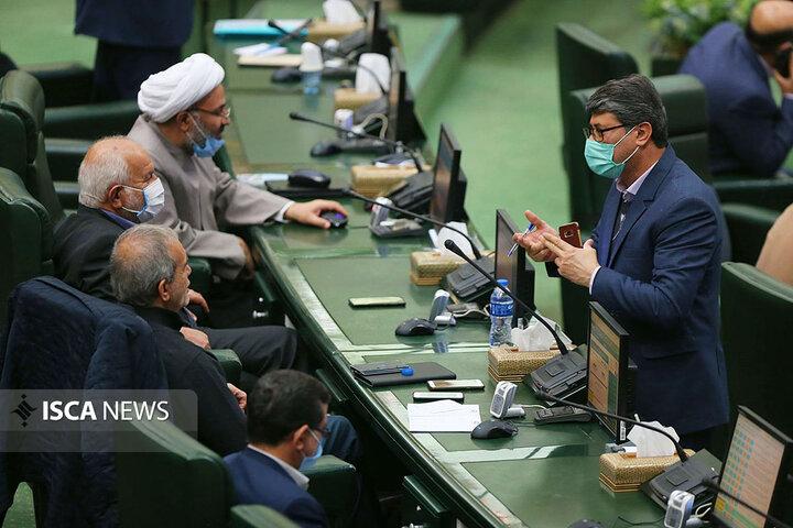صحن علنی مجلس شورای اسلامی با حضور وزرای علوم و راه و شهرسازی