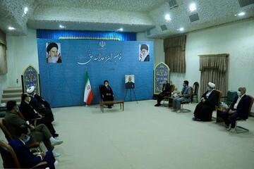 توجه به اعتلا و تعمیق ارزشهای انقلابی در دانشگاه آزاد اسلامی