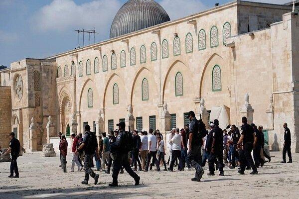 تعرض صدها شهرکنشین صهیونیست به «مسجدالاقصی»