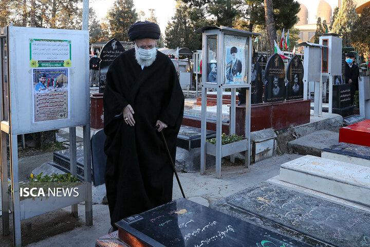 حضور رهبر انقلاب در مرقد امام خمینی(ره) و گلزار شهدا