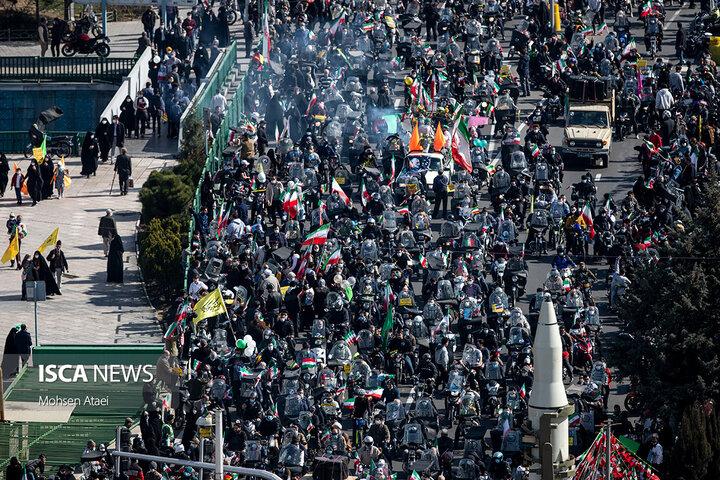 جشن خیابانی سالگرد پیروزی انقلاب اسلامی در میدان آزادی