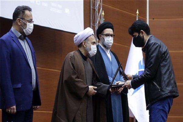برگزیدگان مسابقات حفظ و قرائت قرآن کریم دانشگاه آزاد اسلامی تقدیر شدند