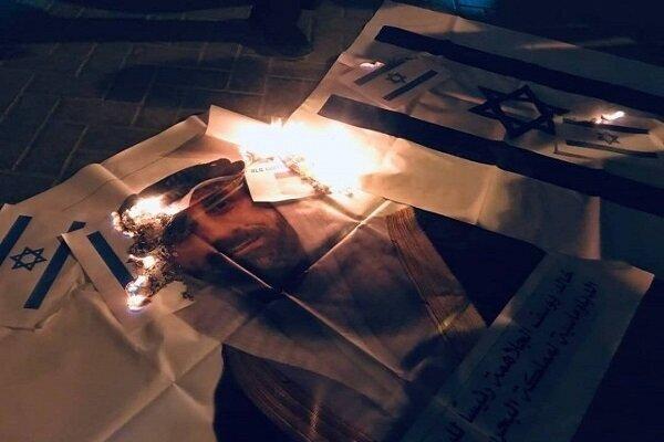 به آتش کشیده شدن تصاویر اولین سفیر بحرین در فلسطین اشغالی