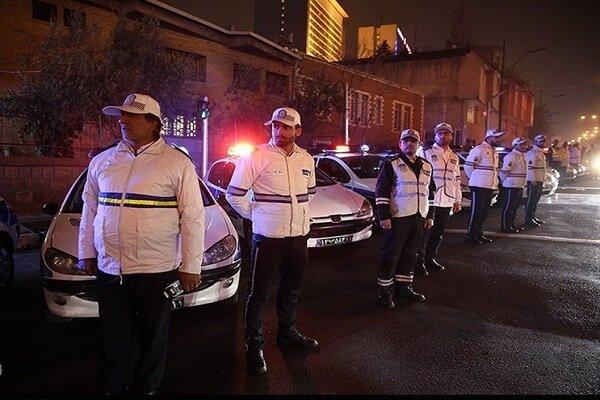 مأموران پلیس از ساعت ۴ صبح مقابل پارکها و تفرجگاهها مستقر شدند