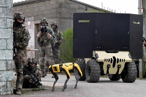 ارتش فرانسه در حال آزمایش روبات در میدان جنگ