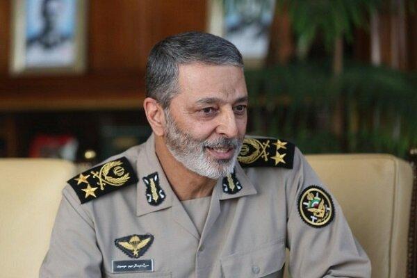 فرمانده کل ارتش روز معلم را تبریک گفت