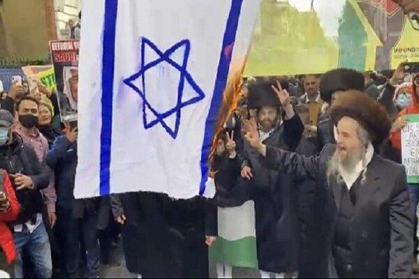 پرچم اسرائیل در پایتخت انگلیس به آتش کشیده شد