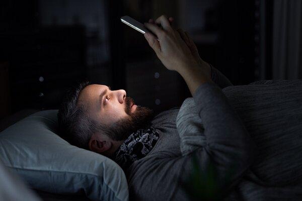 استفاده از تلفن همراه احتمال سرطان را بالا میبرد