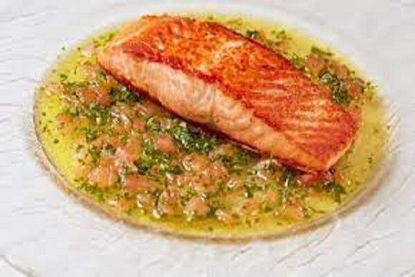 طرز پخت ماهی سالمون با گوجه فرنگی گیلاسی