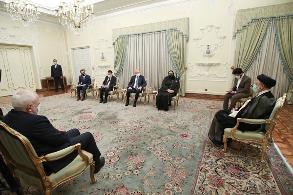 دیدار رئیس جمهور سیزدهم با مهمانان خارجی مراسم تحلیف / رئیسی: باید روابط خود را در راستای منافع ملتهایمان فعال کنیم