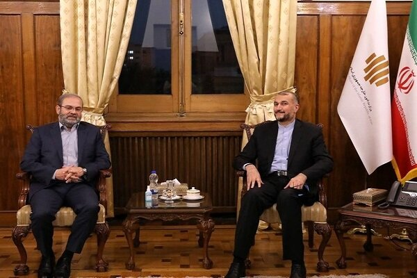 دیدار و گفتگوی وزیر امور خارجه کشورمان با نماینده حزب الله در تهران
