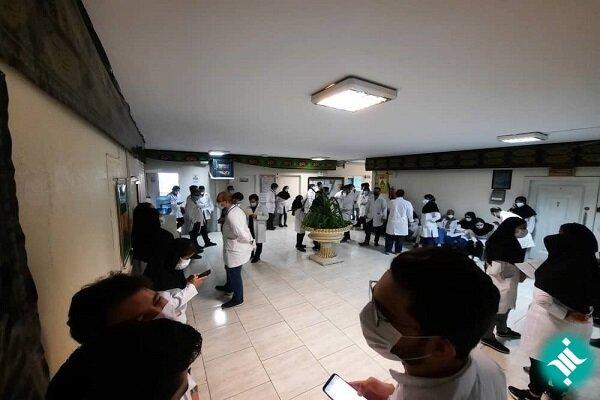 کارورزان پزشکی بیمارستان مفید تجمع کردند + عکس