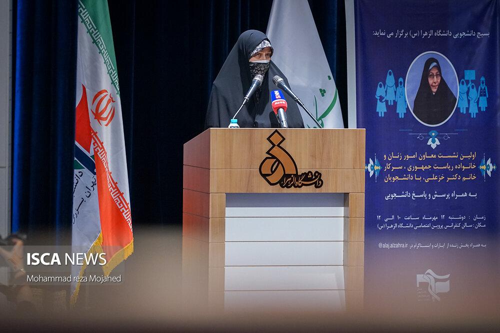 دیدار معاون امور زنان و خانواده ریاست جمهوری با نمایندگان تشکل های دانشجویی
