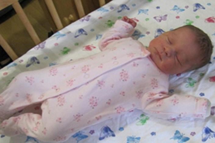 سر بریدن نوزاد دو ماهه به دست مادر معتاد/ پلیس جسد نوزاد را در توالت یک مرکز خرید پیدا کرد +عکس