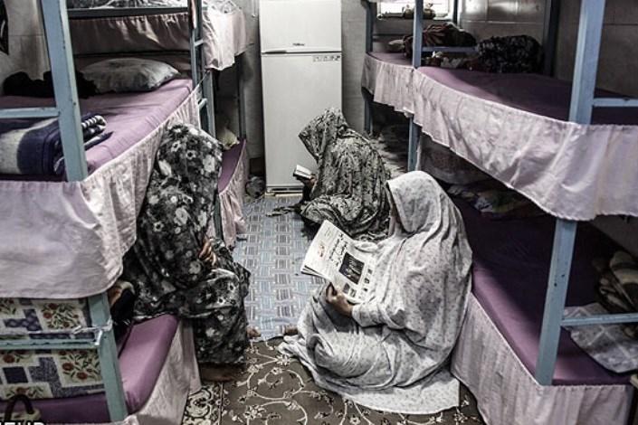 مادران نباید در زندان بمانند/ وجود  زنان زندانی مشکل جدی کشور است