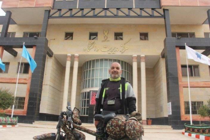 ادای احترام جانباز دوچرخه سوار جهانگرد به شهدای گمنام دانشگاه آزاد اسلامی تاکستان