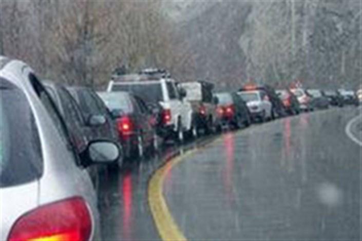 بارش باران در محورهای ۳ استان/ترافیک روان در جاده ها
