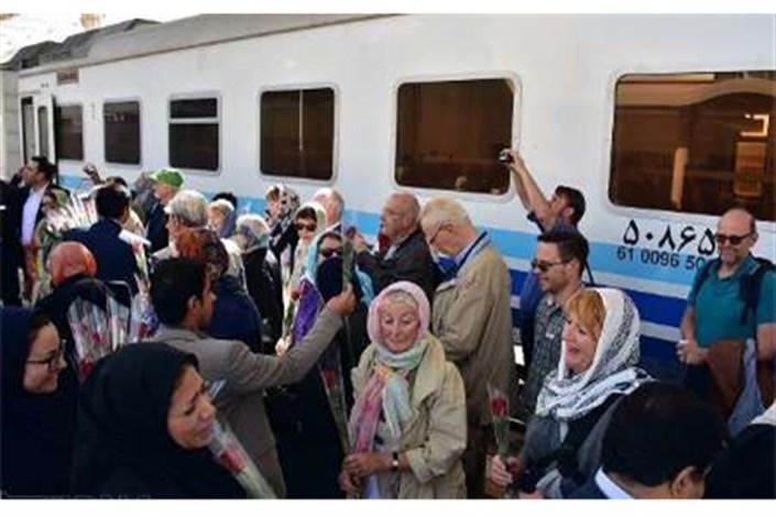 قطار گردشگران خارجی وارد یزد شد