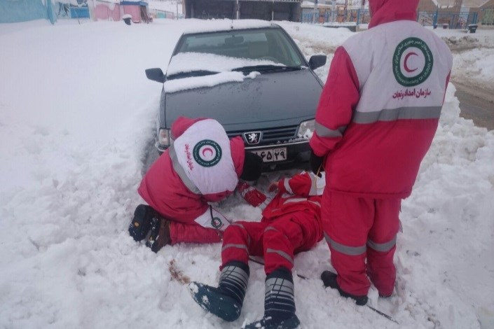امدادرسانی هلال احمر به ۲۵ هزار و ۶۱۰ نفر در ۱۶۳ محور کوهستانی برفگیر