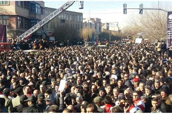 حضورهزاران نفری مردم درمراسم تشییع جانباختگن قطار