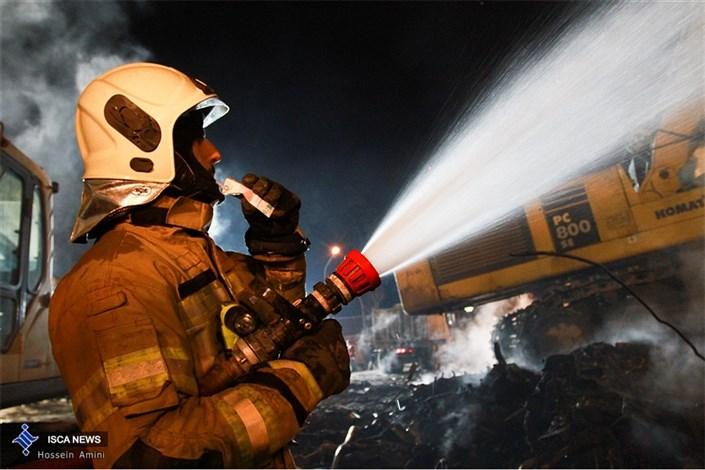 آتشسوزی در کارخانه اکریلتاب بهشهر