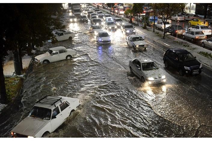 آبگرفتگی معابر در تبریز بر اثر بارش شدید باران