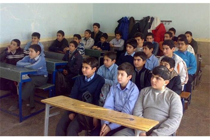 انتقاد ازتعطیلی زنگ نماز/استفاده از معلمان غیر مرتبط در دروس