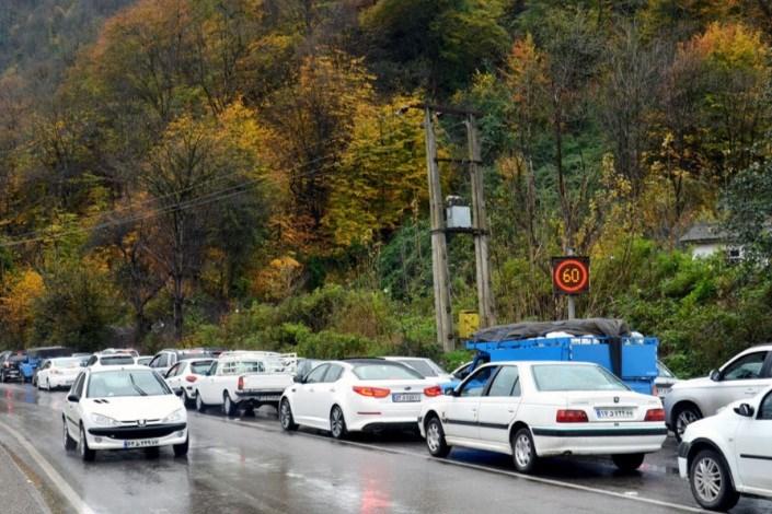 تداوم ترافیک سنگین و نیمه سنگین در جاده هراز، چالوس و فیروزکوه
