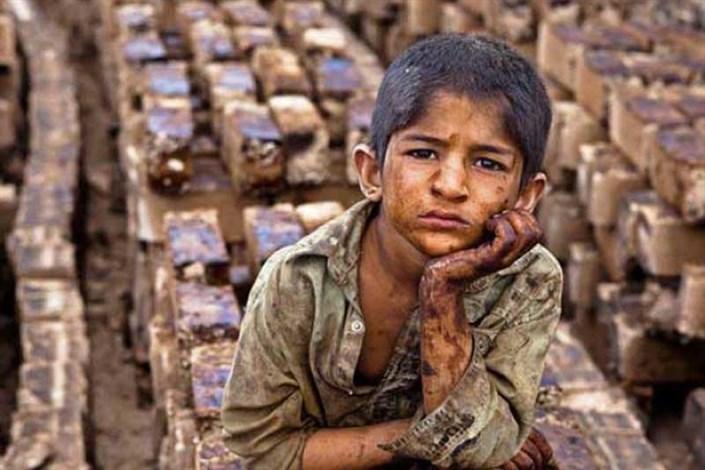 برخی کارگاه های فعال از کودکان، کار سیاه طلب می کنند