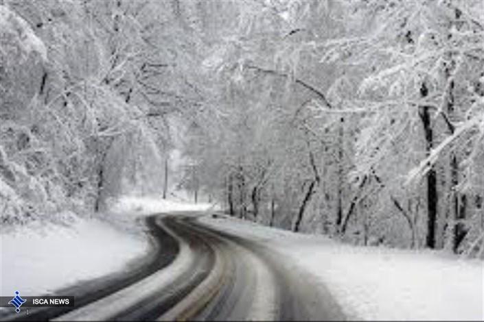 برف محورهای آذربایجان شرقی ، اردبیل و چالوس را سفیدپوش کرد