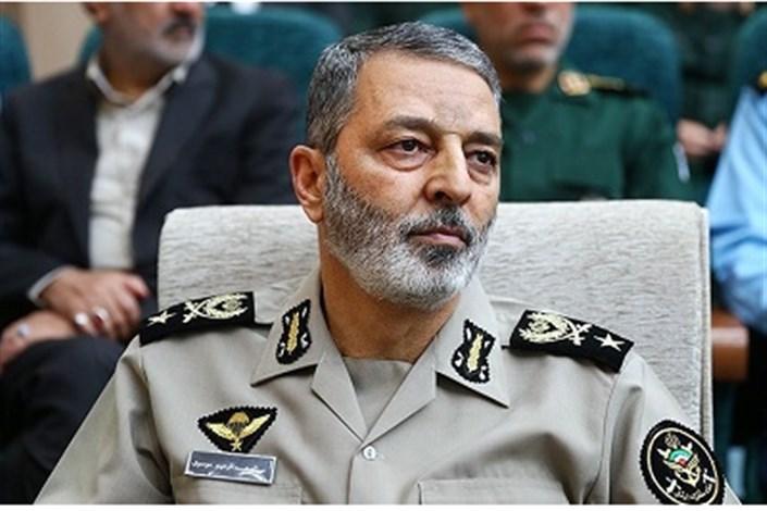 سرلشکر موسوی: ارتش از مردم، با مردم و در کنار مردم است / دفاع از انقلاب و اسلام را وظیفه خود میدانیم