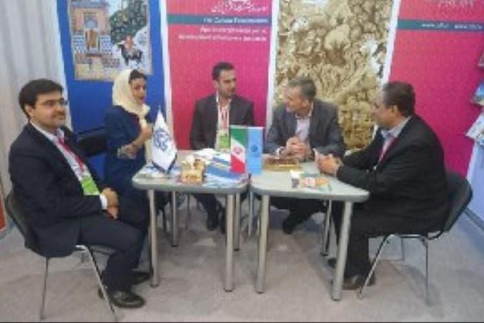 رئیس نمایشگاه کتاب مسکو از غرفه ایران بازدید کرد