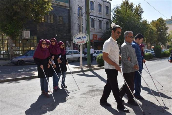 بودجه تجهیزات کمک توانبخشی نابینایان کم است/تردد نابینایان در خیابان ها ایمن نیست