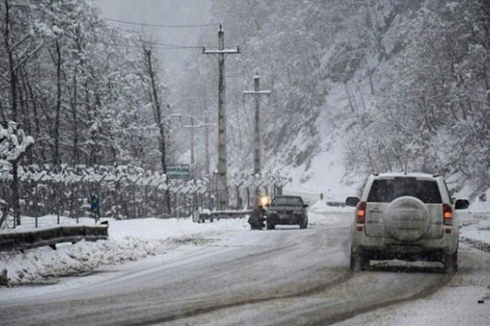 تداوم بارش برف و باران دراکثر جاده های کشور/ رانندگان از زنجیر چرخ استفاده کنند