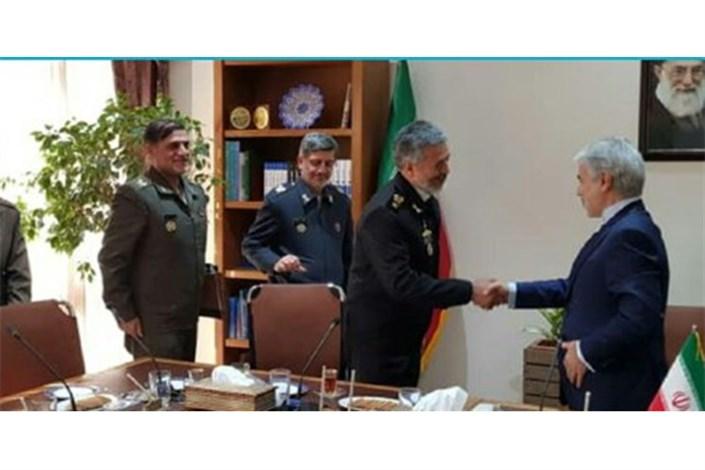دریادار سیاری برای پیگیری بودجه ارتش با نوبخت دیدار کرد