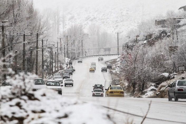 تداوم بارش برف و باران و کولاک در جاده ها